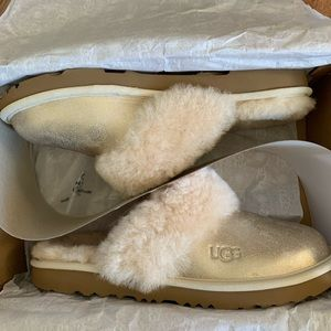 Ugg Cozy II Metallic Slippers. Big Kid